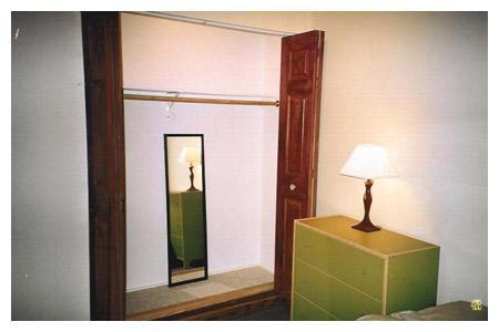 04-Guest_House_Inside_Closet